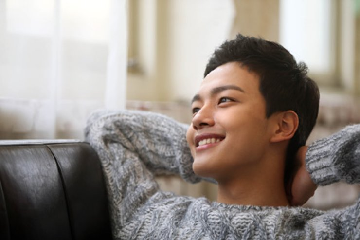 Actor Yeo Jin-goo poses before an interview at a cafe in Samcheong-dong, Seoul, Jan. 21. / Yonhap