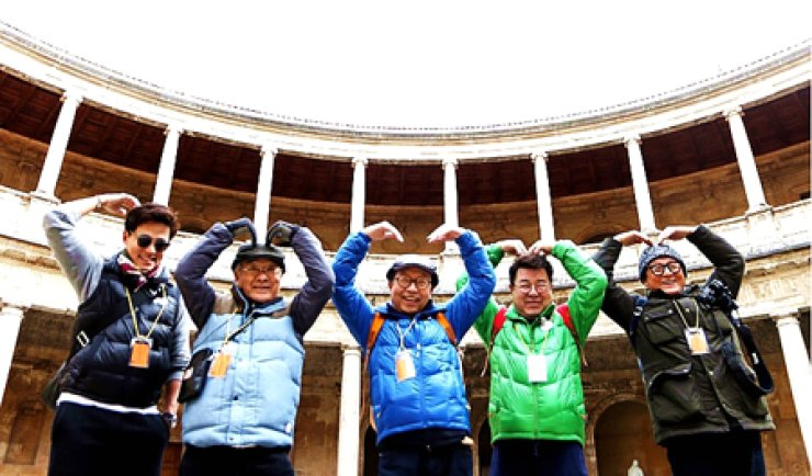 The cast of 'Halbae (grandpas) Over Flowers' pose for a photo during their backpack trip to Spain. From left are Lee Seo-jin, Lee Sun-jae, Shin Gu, Baek Il-sup and Park Geun-hyung. / Courtesy of CJ E&M