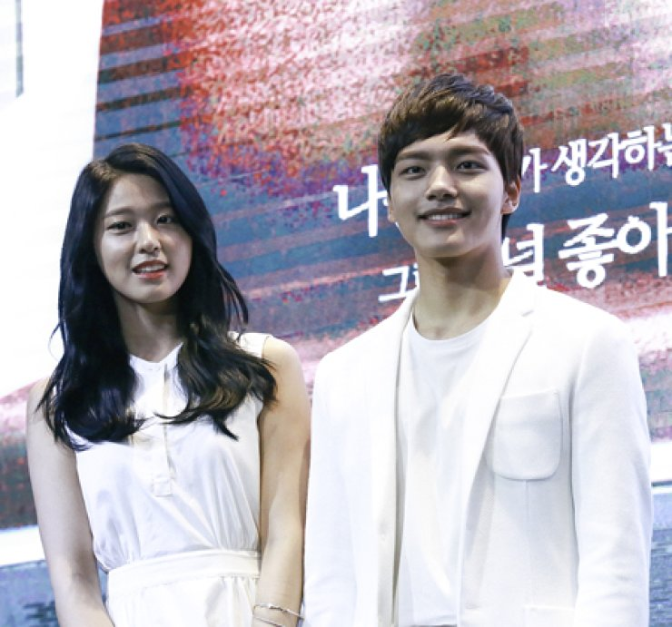 Yeo Jin-goo, right, and Seol Hyun pose at the press conference at GLAD hotel in Seoul, Tuesday. / Yonhap