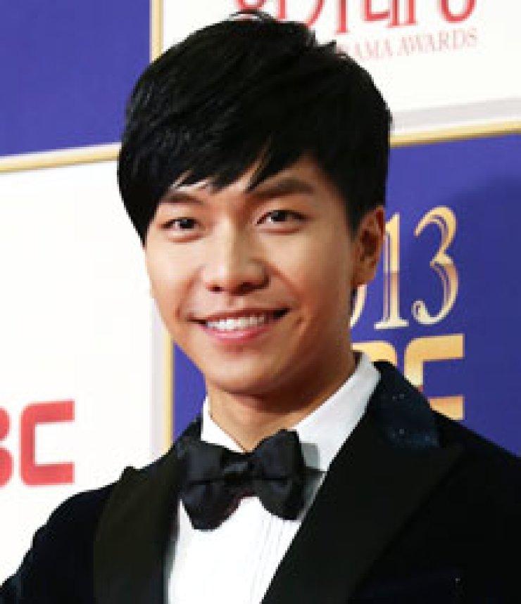 Lee Seung-giYoona