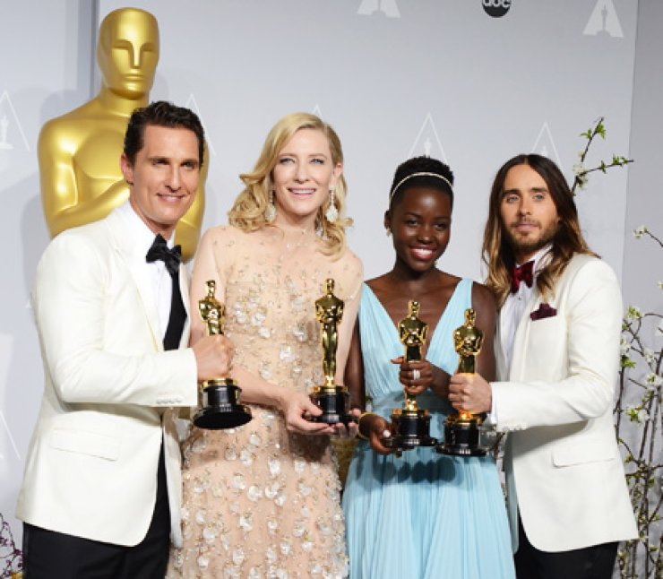 Winners of the 86th Academy Awards pose together during the Oscars at the Dolby Theatre in Los Angeles, Sunday. They are, from left, Matthew McConaughey holding his award for best actor for his role in 'Dallas Buyers Club'; Cate Blanchett for best actress in 'Blue Jasmine'; Lupita Nyong'o for best supporting actress for '12 Years a Slave'; and Jared Leto for best supporting actor in 'Dallas Buyers Club.'/ AP-Yonhap