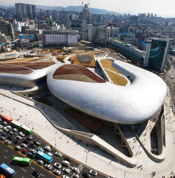 After four years of construction and preparation, the Dongdaemun Design Plaza (DDP), a controversial building, was opened to the public in central Seoul, Friday. Designed by superstar architect Zaha Hadid, the 484 billion won (about $448 million) building combines fashion design centers, showrooms, galleries, conference facilities and shops. Architects have been critical of Hadid's design, claiming that the building's otherworldly form does not mesh well with its surroundings. / Yonhap