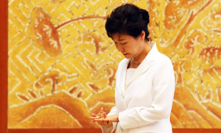 President Park Geun-hye looks pensive in a recent photo at Cheong Wa Dae./ Yonhap