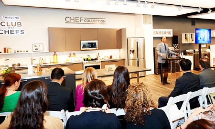 A Samsung Electronics employee announces the launch of the 'Chef Collection' kitchen electronics appliances during a Samsung Living Atelier event in Manhattan, New York, Wednesday./ Courtesy of Samsung Electronics