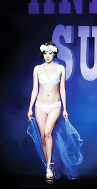 The finale of the Anna Sui lingerie launching show © ALVIN