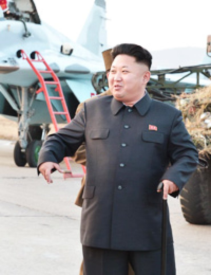 North Korean leader Kim Jong-un supervises flight training at an Air Force unit Thursday. / Yonhap