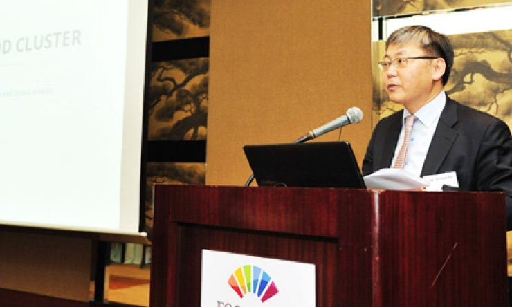 Lee Ju-myeong, director general of the Ministry of Agriculture, Food and Rural Affairs, speaks about the planned Korea National Food Cluster during a briefing session at the Grand Hyatt Hotel, Seoul, Friday./ Courtesy of Communications Korea