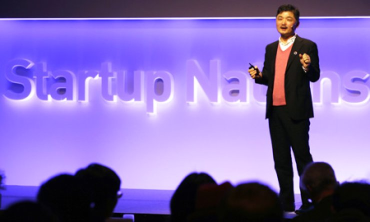 Kim Beom-su, chairman of Daum Kakao, speaks during a opening ceremony of the Startup Nations Summit at the Sheraton Grand Wakerhill in Seoul, Monday./ Yonhap