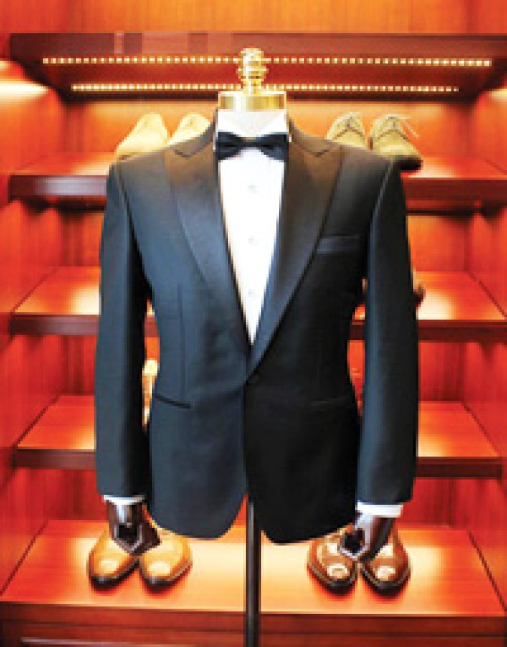 Todd SampleTodd Sample is the presidentof Well Dressed Men's &Women's Tailoring and a 19-year resident of Korea.