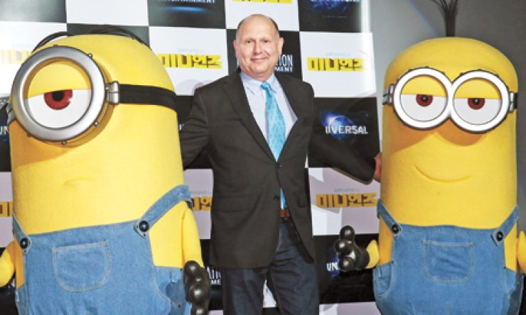 Chris Meledandri, CEO of Illumination Entertainment, poses with 'Minions' characters from the 'Despicable Me' movies at a theater in Myeong-dong, downtown Seoul, Monday. / Yonhap