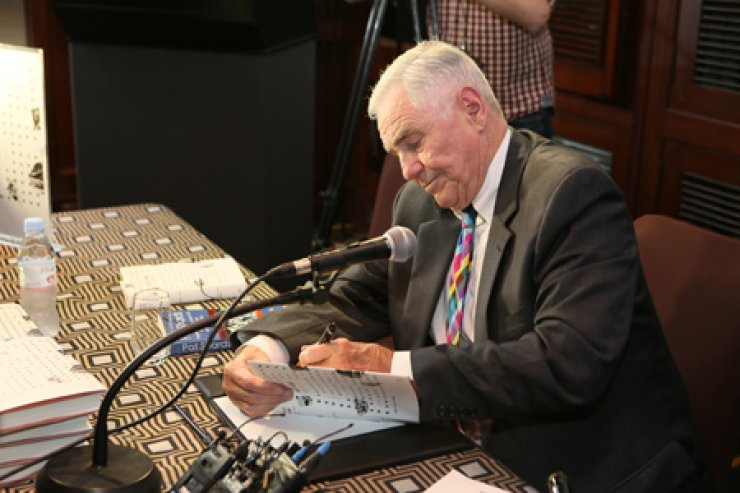 Donald Gregg, a former U.S. ambassador to South Korea, signs a copy of his book during press event to announce the publication of his translated book 'Pot Shards - Fragments of a Life Lived in CIA, the White House, and the Two Koreas' at the Millennium Seoul Hilton hotel in central Seoul, Tuesday. / Courtesy of Changbi Publishers
