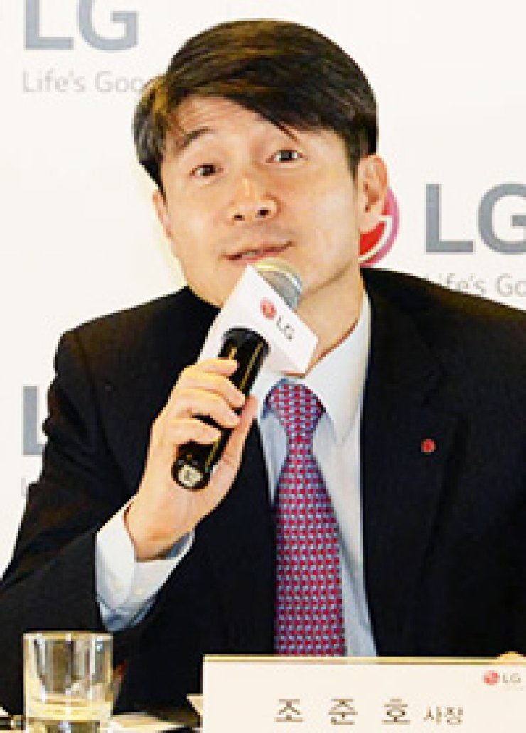 LG Electronics mobile chief Cho Juno speaks at a news conference in Barcelona, Wednesday (KST)./ Courtesy of LG Electronics