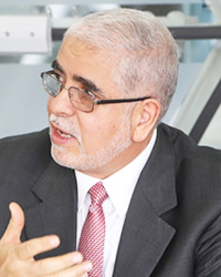 Libya's former deputy prime minister Mustafa A.G. Abushagur speaks during a roundtable discussion about the democratic transition of his country at the Asan Institute for Public Policies on March 20. / Korea Times