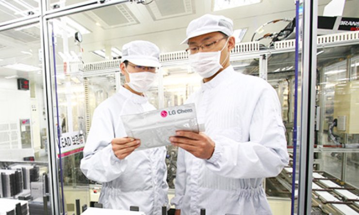 Workers check a battery cell at the LG Chem's plant in Ochang, North Choongcheong Province, Monday. / Courtesy of LG Chem