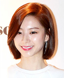 Actor Bae Yong-joonActress Park Soo-jin