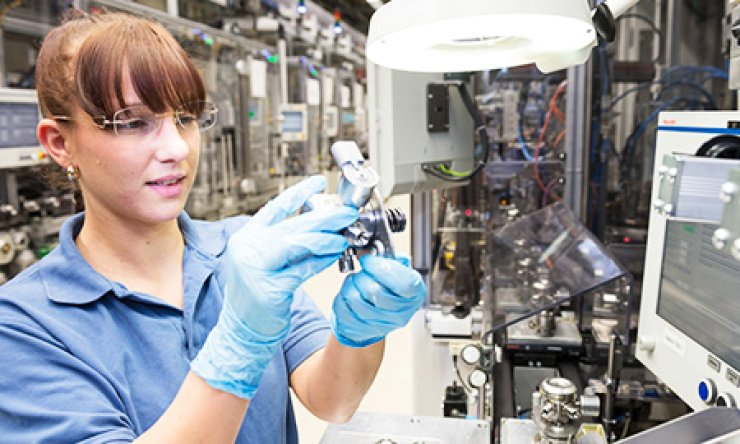 An employee looks for defects on Bosch's assembly line at its Nuremberg plant in Germany. / Courtesy of Bosch