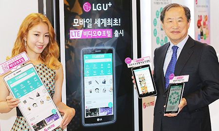 LG Uplus Vice Chairman Lee Sang Chul Right Promotes The Companys New Long Term Evolution Video Portal Service Alongside Korean Singer BOA