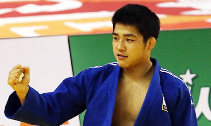 An Chang-rim gestures after defeating Dmytro Kanivets of Ukraine in the men's under -73 kg judo event at Yeomju Bitgoeul Gymnasium, Monday. An won the gold./ Courtesy of GUOC