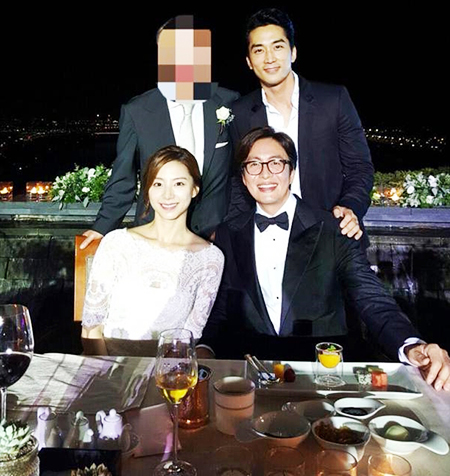 Top hallyu stars Bae Yong-joon and his bride Park Soo-jin are seen during their marriage ceremony, Monday. / Yonhap
