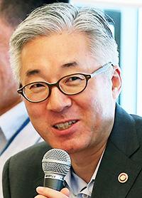 Kim <b>Jong-deok</b> - 150824_p02_culture