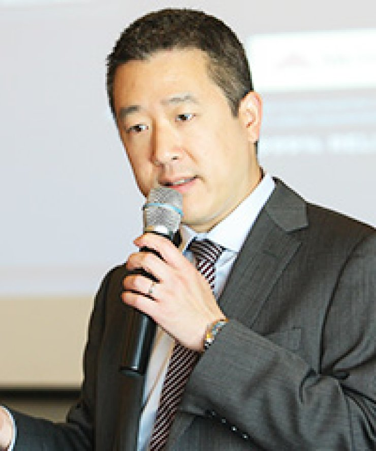 Red Hat General Manager Bryan Che speaks during a press conference at the InterContinental Seoul COEX in southern Seoul, Tuesday. The company held 'Red Hat Forum 2015' to introduce its open source technology and mobile platform business./ Courtesy of Red Hat Korea