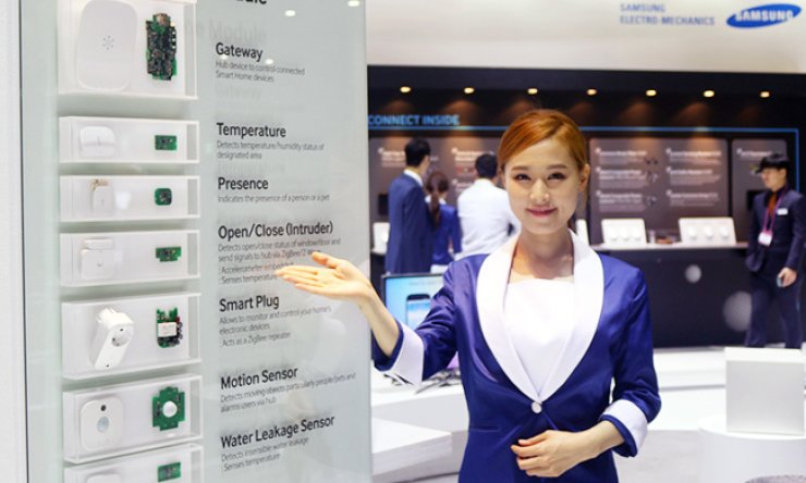 A model poses with products at a Samsung Electro-Mechanic's booth on the first day of this year's KES fair held in the KINTEX Convention Center, Goyang, on the outskirts of Seoul, Wednesday. / Courtesy of Samsung Electro-Mechanics