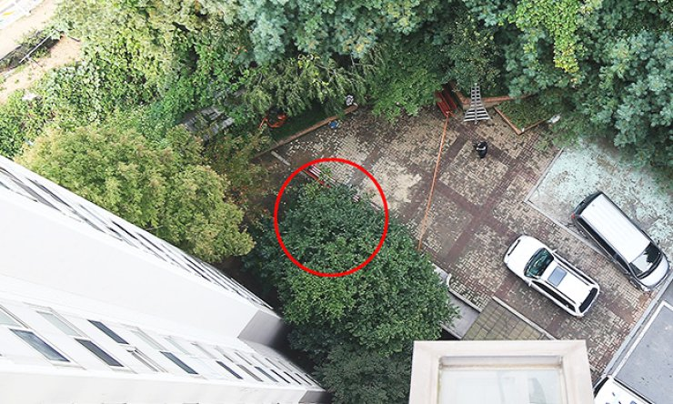The flowerbed where the 'cat lady' death happened, in red circle, is seen from the rooftop of an apartment building in Yongin, Gyeonggi Province, Friday. / Yonhap