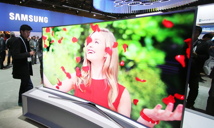 Samsung Electronics' 88-inch SUHD TV is on display at the Consumer Electronics Show (CES) 2015 in Las Vegas in January. The company plans to unveil more entertainment content to meet growing demand./ Courtesy of Samsung Electronics