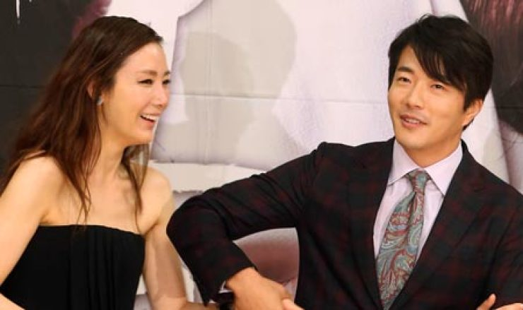 Choi Ji-woo and Kwon Sang-woo expressed the joy they felt in renewing their partnership in the upcoming SBS drama 'Temptation' at a press conference in Seoul, Thursday. / Yonhap