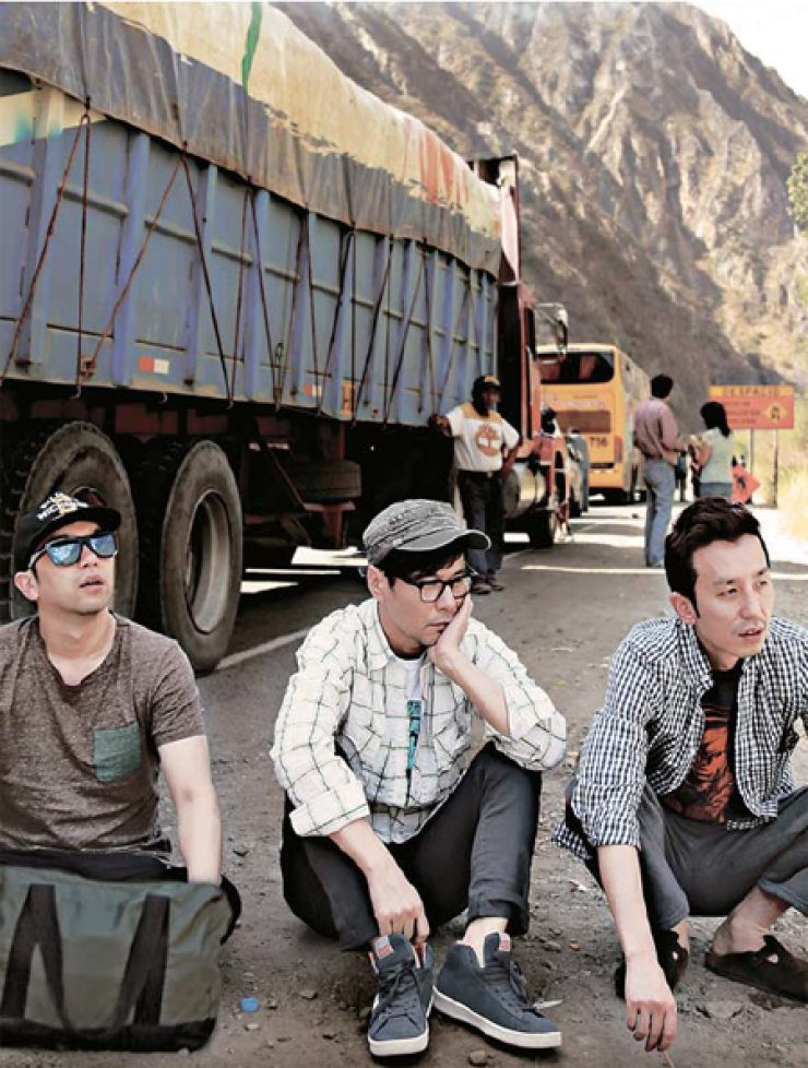 'Youth over Flowers,' which started airing on Aug. 1, features three male singer-songwriters in their 40s backpacking through Latin America. / Courtesy of CJ E&M