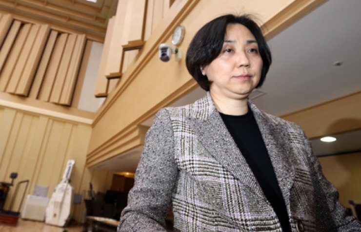 Seoul Philharmonic Orchestra (SPO) CEO Park Hyun-jung leaves after a press conference at Sejong Center for the Performing Arts in central Seoul, Friday. / Yonhap