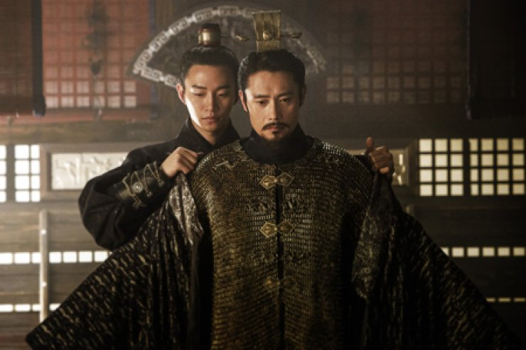 Actor Lee Byung-hun, right, and Junho, actor and member of K-pop boy group 2PM in a scene from 'Memories of the Sword' / Courtesy of Lotte Entertainment