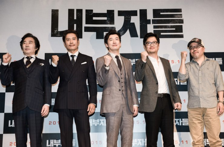 Actors Baek Yoon-sik, from left, Lee Byung-hun and Cho Seung-woo, director Woo Min-ho and Yoon Tae-ho, original author of upcoming film 'Inside Men' pose during a press conference at a theater in Apgujeong, Seoul, on Oct. 8. / Courtesy of Showbox