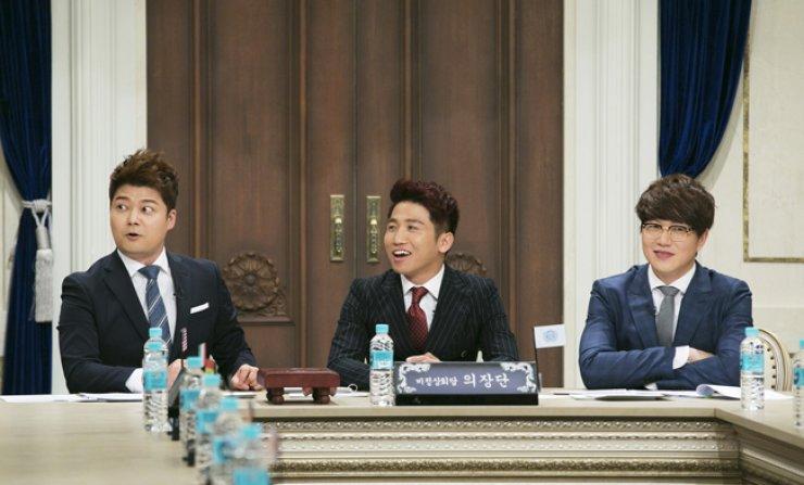 'Non-Summit' emcees Jun Hyun-moo Yoo Se-yoon and Sung Si-kyung / Courtesy of JTBC