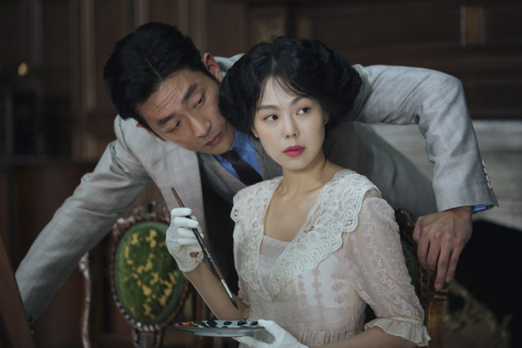 Ha Jung-woo, left, and Kim Min-hee are seen in a scene from 'The Handmaiden.' / Courtesy of CJ Entertainment