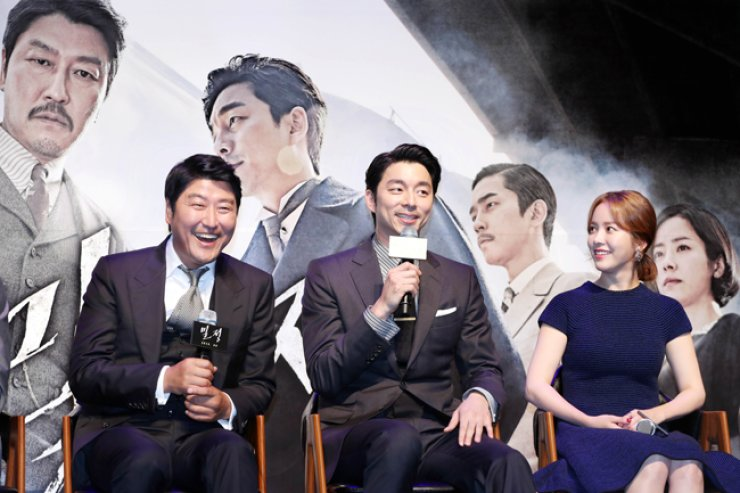 Actors Song Kang-ho, left, and Gong Yoo, center, and actress Han Ji-min, starring 'The Age of Shadows,' speak about their upcoming film during a news conference at CJ CGV's Apgujeong theater in southern Seoul on Aug. 4.  / Yonhap