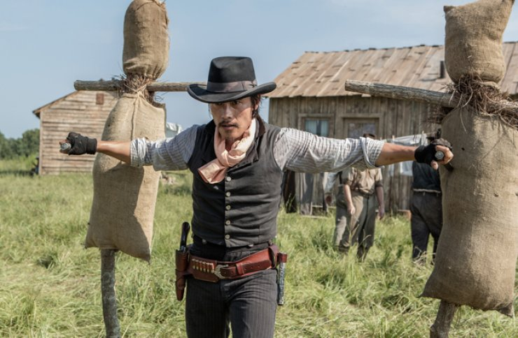 A scene from Antoine Fuqua's latest movie 'The Magnificent Seven,' in which Korean actor Lee Byung-hun appears, is shown above. / Courtesy of UPI