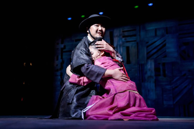 A scene from changgeuk, or Korean traditional opera 'A Father's Path,' which runs through Dec. 5 at the National Theater of Korea / Courtesy of National Changgeuk Company of Korea