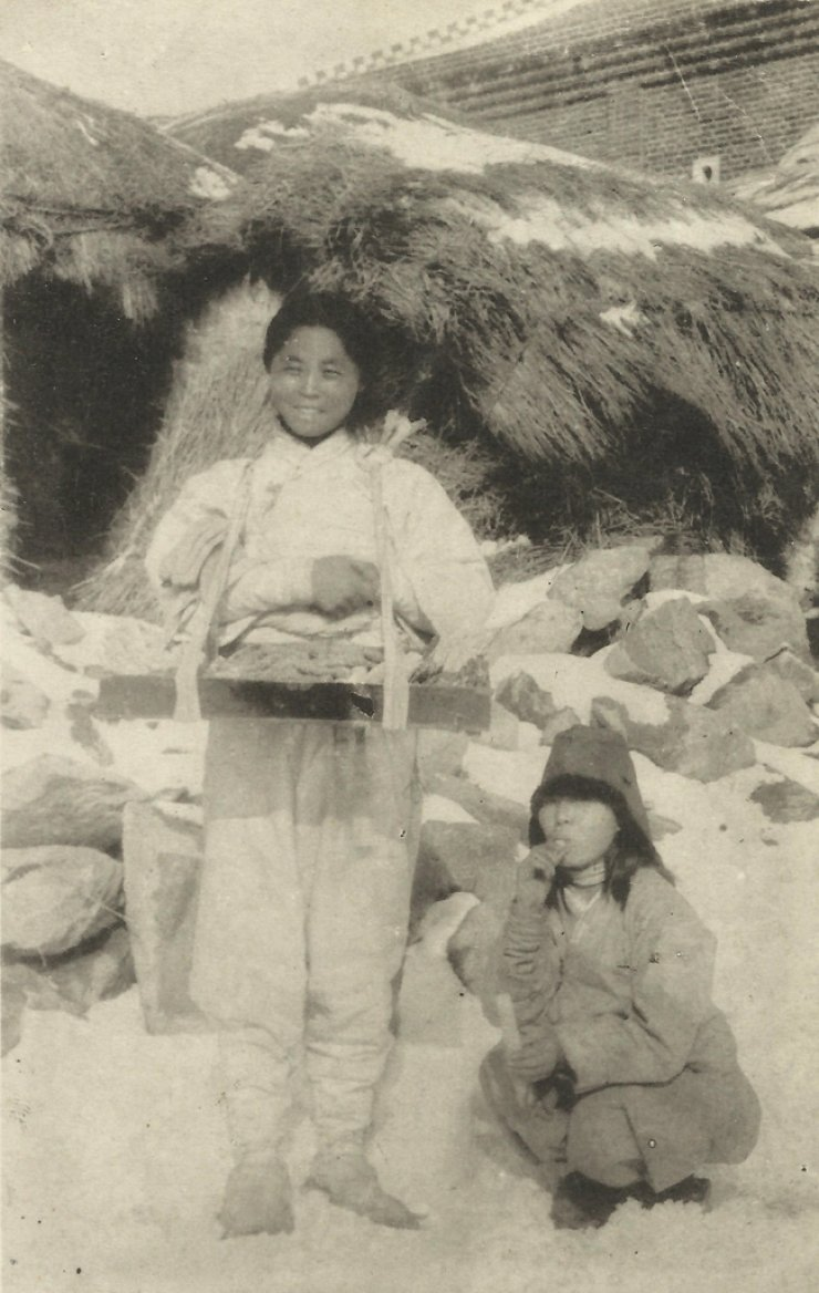 A sweet jelly sellers during circa 1910 / Courtesy of Robert Neff collection