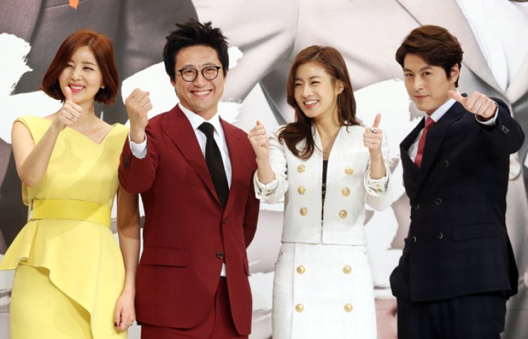 Park Sol-mi, from left, Park Shin-yang, Kang So-ra and Ryu Su-young show their thumbs up at the press conference for 'My Lawyer, Mr. Joe,' Wednesday. / Yonhap
