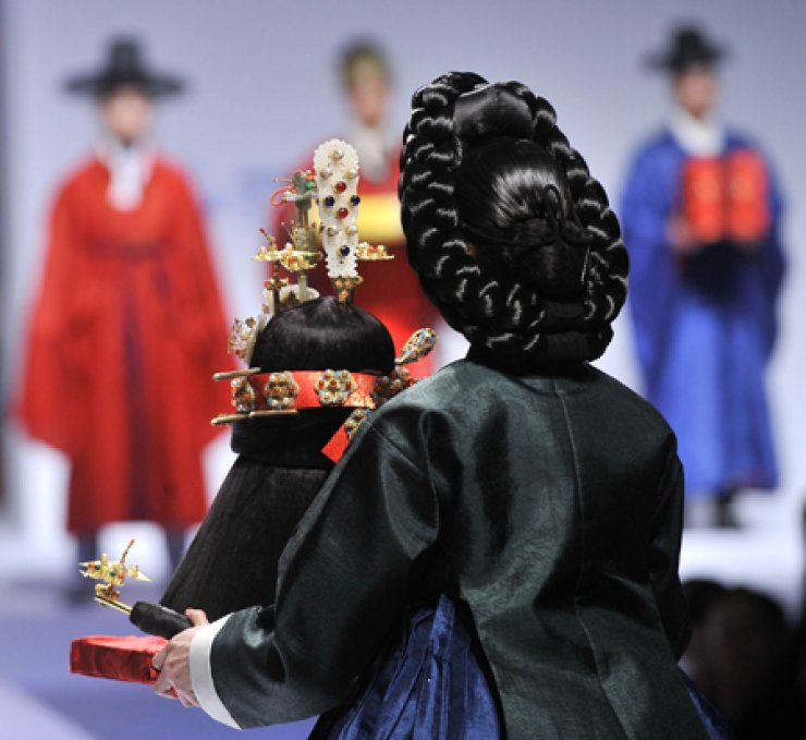 A 2012 National Museum of Korea event revived a royal wedding in accordance with 'Uigwe,' Joseon Kingdom's court protocols./ Korea Times file