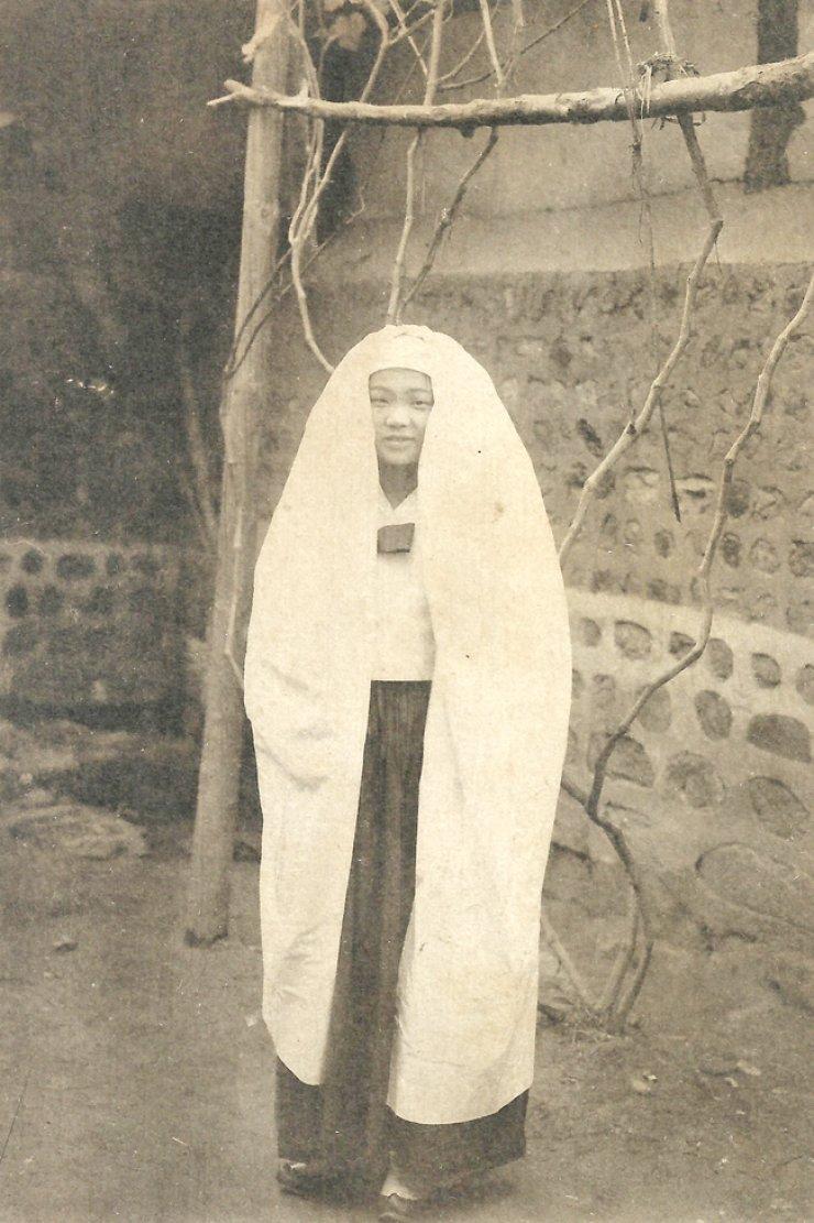 Korean woman circa 1900-1910 / Courtesy of Robert Neff collection