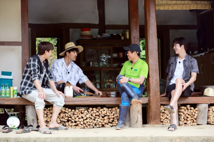 From left, Son Ho-jun, Cha Seung-won, Yoo Hae-jin and Nam Joo-hyuk are seen in a scene from a 'Three Meals a Day' episode in Gochang, North Jeolla Province, which is set to premier this Friday.  / Courtesy of CJ E&M