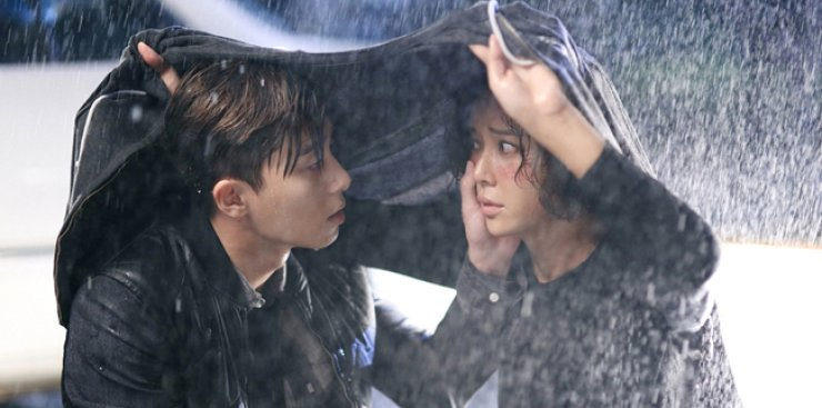 Hwang Jung-eum, right, and Park Seo-jun in a scene from MBC's 'She Was Pretty' / Courtesy of MBC