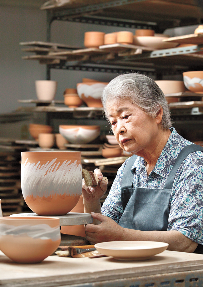 The 'Ancient Futures Whang Chong-nye' exhibition features ceramics collection by Whang. / Courtesy of Korea Ceramic Foundation
