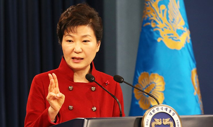 President Park Geun-hye speaks to the nation from Cheong Wa Dae, Wednesday, about how to respond to North Korea's fourth nuclear test. She vowed to help the U.N. Security Council slap 'the most powerful sanctions' on Pyongyang./ Korea Times photo by Hong In-ki