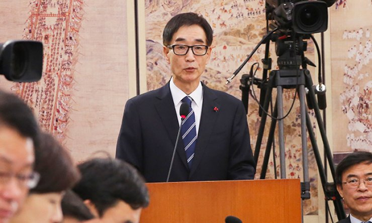 Lee Joon-sik, who was sworn in as education minister Wednesday, speaks during a confirmation hearing at the National Assembly in this Jan. 7 file photo. / Yonhap