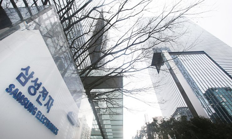 Samsung Electronics headquarters in Seocho-dong, southern Seoul. The company expressed caution for this year's outlook. / Yonhap