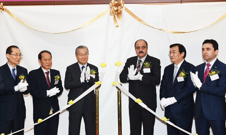 Korea International Trade Association (KITA) Chairman and CEO Kim In-ho, fourth from left, and Tunisian Ambassador to Korea Mohamed Ali, third from right, attend the opening ceremony of a Muslim prayer room in the Korea World Trade Center, southern Seoul, Thursday. / Courtesy of KITA