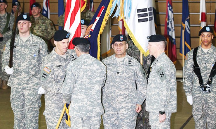 Lt. Gen. Thomas S. Vandal, second from left, the new commander of the Eighth U.S. Army, receives the Army's flag from Gen. Curtis Scaparrotti, U.S. Forces Korea commander, given by his predecessor Lt. Gen. Bernard Champoux, right, during a ceremony at Yongsan Garrison in central Seoul, Tuesday, to mark both his inauguration and his predecessor's departure. / Yonhap